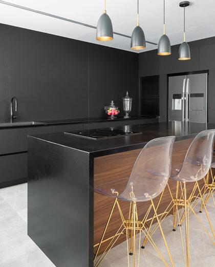 לא רק מרזה: כל הדרכים לשלב את הצבע השחור בעיצוב הבית